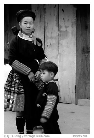 Woman and child of Hmong ethnicity, near Moc Chau. Northwest Vietnam (black and white)