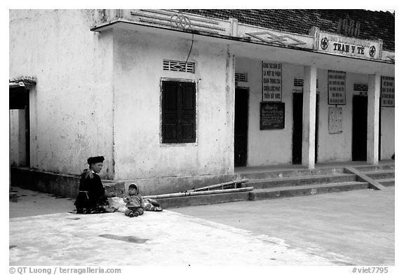 Hmong woman and child at a village hospital near Yen Chau. Northwest Vietnam (black and white)