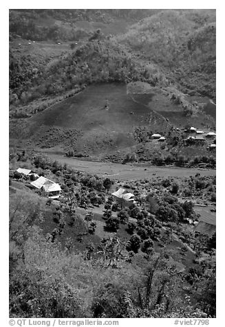 Village, between Yeu Chau and Son La. Northwest Vietnam (black and white)