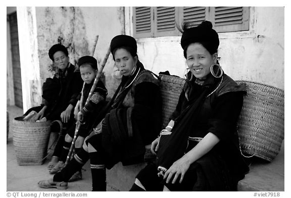 Black Hmong Women. Sapa, Vietnam (black and white)
