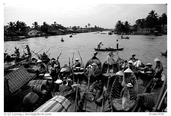 Phung Hiep flaoting market. Can Tho, Vietnam (black and white)