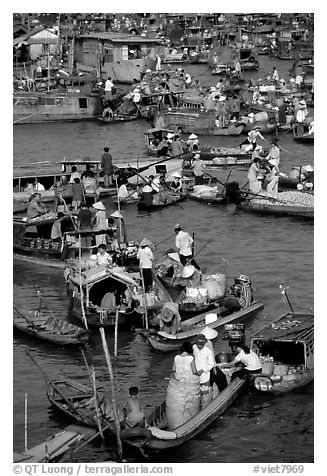 Boats at the Cai Rang floating market, early morning. Can Tho, Vietnam (black and white)