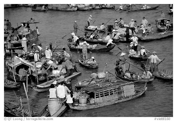 Floating market of Cai Ran. Can Tho, Vietnam (black and white)