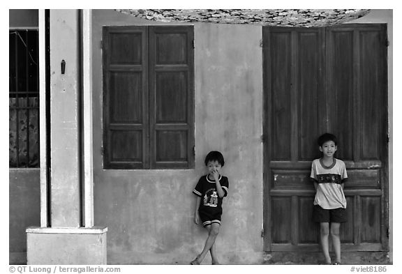 Children in front of old house, Hoi An. Hoi An, Vietnam (black and white)