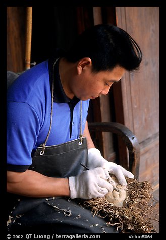 Craftman. Leshan, Sichuan, China (color)