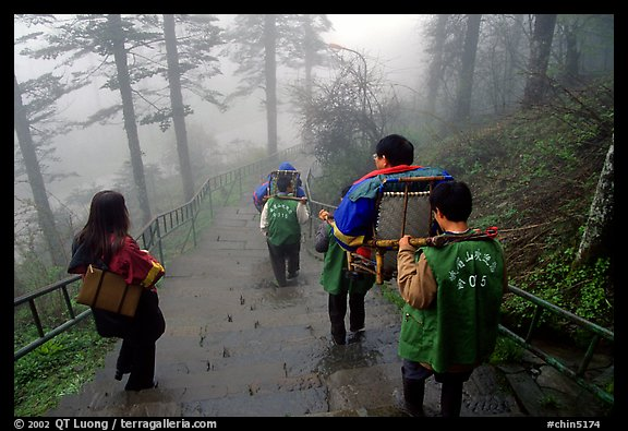 Weathy pilgrim carried on a chair. Emei Shan, Sichuan, China (color)