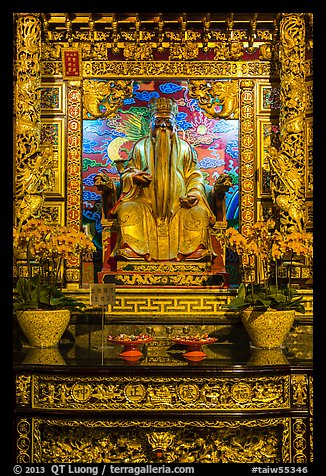 Confuscian figure on altar, Wen Wu temple. Sun Moon Lake, Taiwan (color)