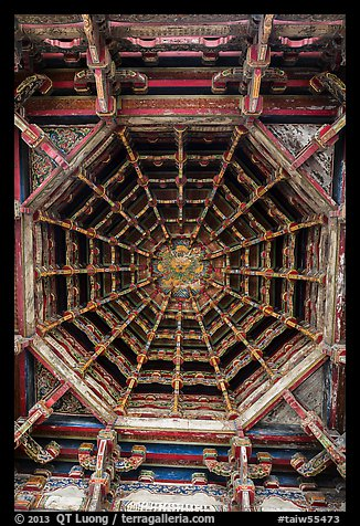 Brackets, beams, plafond ceiling, Longshan Temple. Lukang, Taiwan (color)