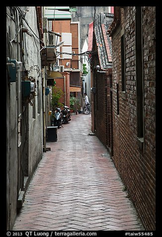 Narrow alley. Lukang, Taiwan (color)