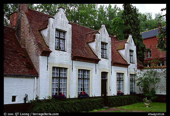 Whitewashed houses in the Begijnhof. Bruges, Belgium