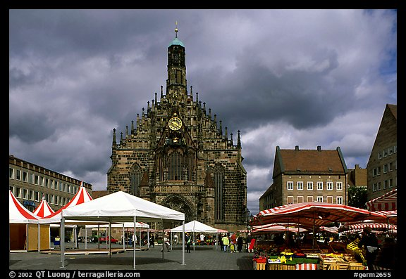 Liebfrauenkirche (church of Our Lady) and Hauptmarkt. Nurnberg, Bavaria, Germany (color)