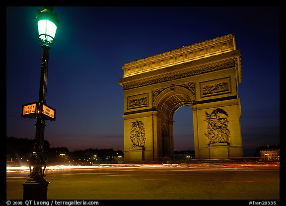 Street lamp and Etoile triumphal arch at night. France (color)