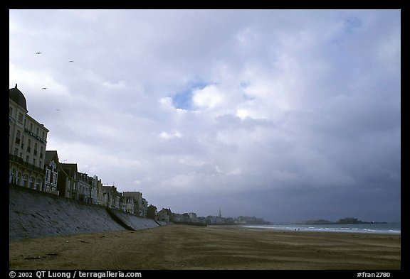 Waterfront and beach, Saint Malo. Brittany, France (color)