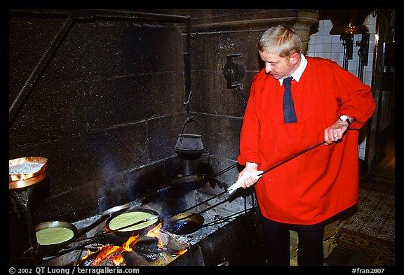 picture photo baking the famous omelette de la mere poularde at the eponymous restaurant mont. Black Bedroom Furniture Sets. Home Design Ideas