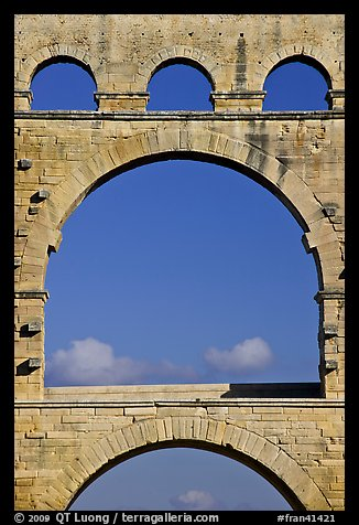 Picture photo arches detail pont du gard france for Pont du gard architecte