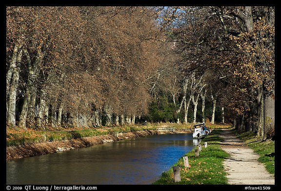 Tree-lined footpath along Canal du Midi. Carcassonne, France (color)