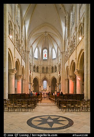 Mass, Saint Quiriace Collegiate Church, Provins. France (color)