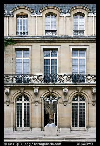 picture photo facade of hotel particulier paris france. Black Bedroom Furniture Sets. Home Design Ideas