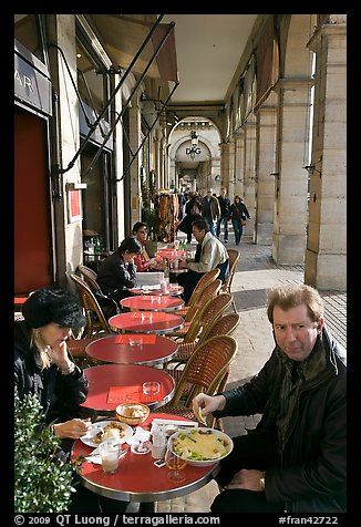 Couple eating at an outdoor table in the Palais Royal arcades. Paris, France (color)