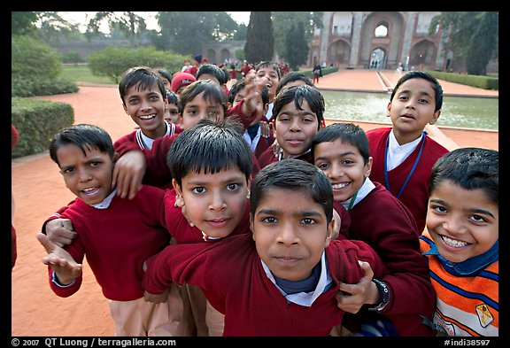 Schoolchildren, Humayun's tomb. New Delhi, India (color)