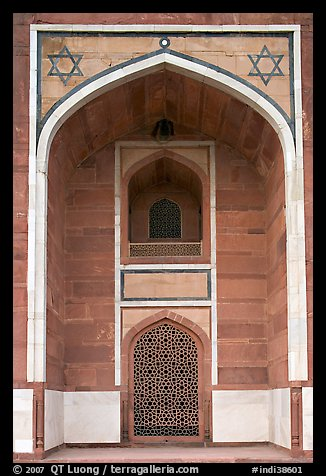 Side alcove, Humayun's tomb. New Delhi, India (color)