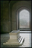 Emperor's tomb, and screened marble window, Humayun's tomb. New Delhi, India
