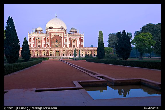 Main mausoleum at dusk, Humayun's tomb,. New Delhi, India