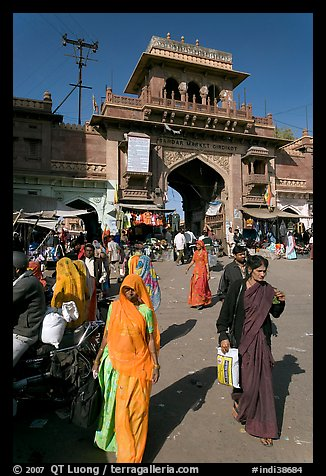 Women in front of Sardar Market gate. Jodhpur, Rajasthan, India (color)