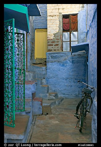 Blue alley with bicycle. Jodhpur, Rajasthan, India (color)