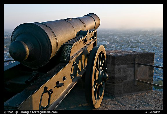 Cannon and old town, Mehrangarh Fort. Jodhpur, Rajasthan, India