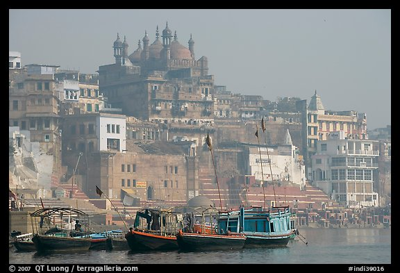 Alamgir Mosque above boats and the Ganges River. Varanasi, Uttar Pradesh, India
