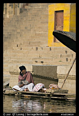 Man sitting near unbrella. Varanasi, Uttar Pradesh, India (color)