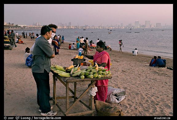 Food stall selling braised corn at twilight,  Chowpatty Beach. Mumbai, Maharashtra, India (color)