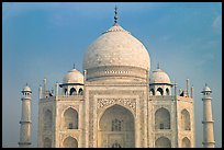 White domed marble mausoleum, Taj Mahal, early morning. Agra, Uttar Pradesh, India