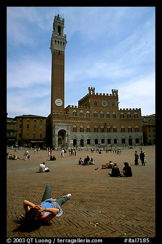 Visitor relaxes on Piazza Del Campo. Siena, Tuscany, Italy (color)