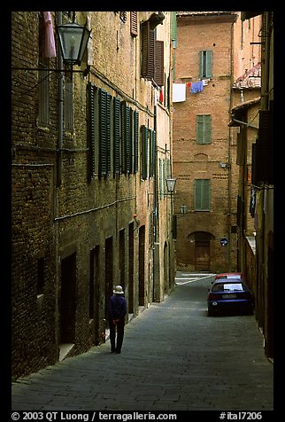 Narrow street. Siena, Tuscany, Italy (color)