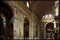 Cavernous interior of Basilic San Peter. Vatican City
