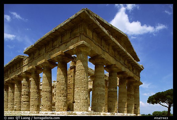 Tempio di Nettuno (Temple of Neptune), a Greek temple (5th century BC). Campania, Italy