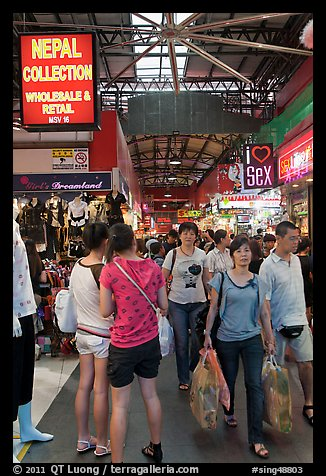 Shoppers, Bugis Street Market. Singapore (color)