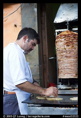 Man preparing tacos with meat. Guanajuato, Mexico (color)