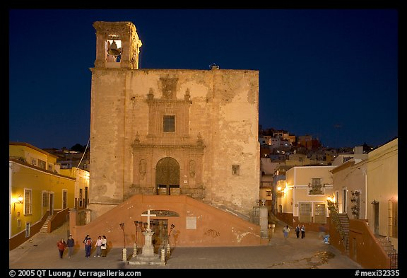 Plaza and church San Roque at night. Guanajuato, Mexico