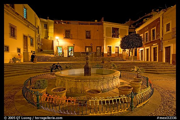 Fountain on Plazuela de los Angeles at night. Guanajuato, Mexico (color)