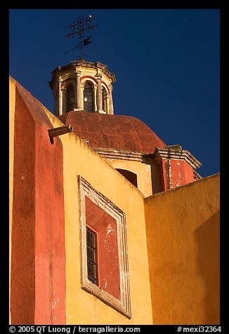 Walls and dome of Templo de San Roque, early morning. Guanajuato, Mexico (color)