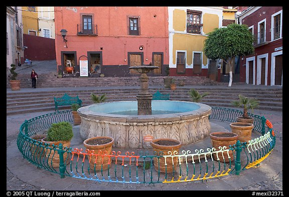 Fountain on Plazuela de los Angeles. Guanajuato, Mexico (color)
