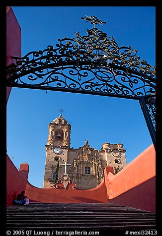 Forged metal gate and La Valenciana church. Guanajuato, Mexico