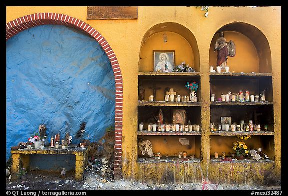 The exterior wall of a roadside chapel. Mexico