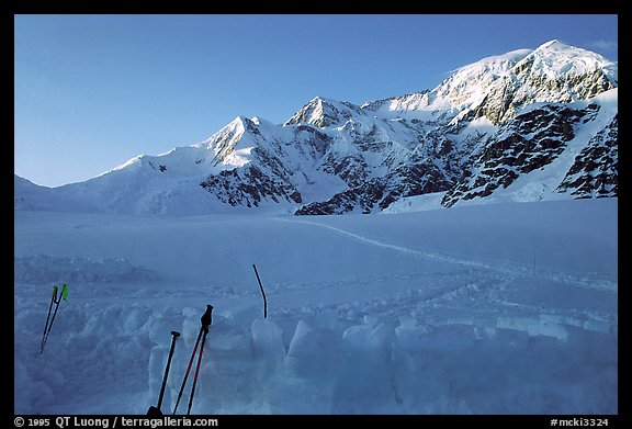 The West Buttress route goes behind the ridge above the Kahilna pass. Totally invisible from the land, it has been discovered in the 50s by Bradford Washburn thanks to his large format aerial photographic surveys. This discovery would revolutionize Mt Mc Kinley climbing. Denali, Alaska (color)