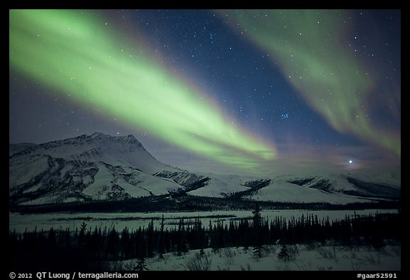 Northern lights over Brooks Range, winter. Gates of the Arctic National Park, Alaska, USA.