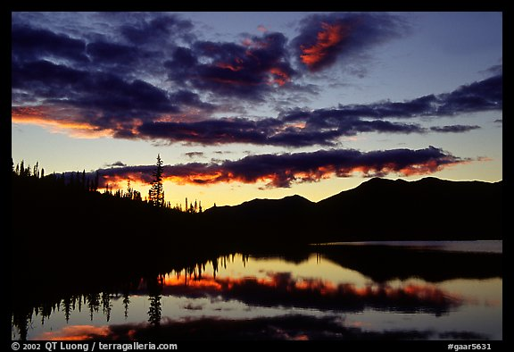 Alatna River valley near Circle Lake, sunset. Gates of the Arctic National Park, Alaska, USA.