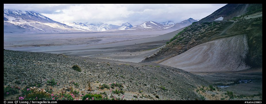 Valley of Ten Thousand Smokes. Katmai National Park (color)